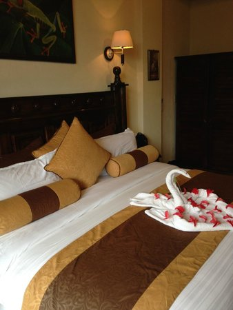 """Hotel San Bada: Amazingly tasteful and comfortable rooms .. with a """"suite"""" surprise from the amazing staff"""