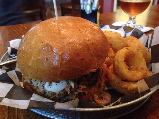 Smoked Bar & Grill: Pulled BBQ and some of the best onion rings we've had!