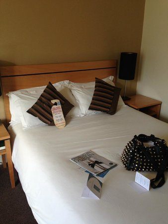 Grand Canal Hotel: big comfy bed