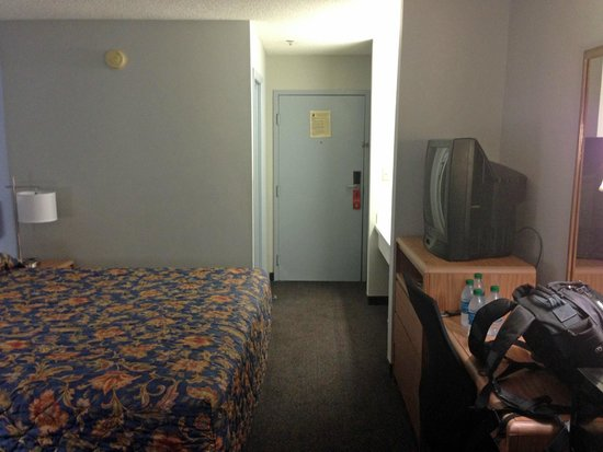 Super 8 Valdosta/Conf Center Area : room overview 1