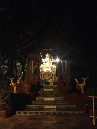 Chiang Mai Plaza Hotel: Sector entrada del hotel