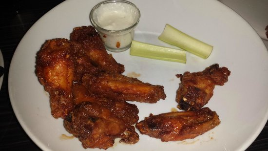 Black Horse Restaurant Tavern: Honey chipotle wings...again, looks very beautiful...but no taste