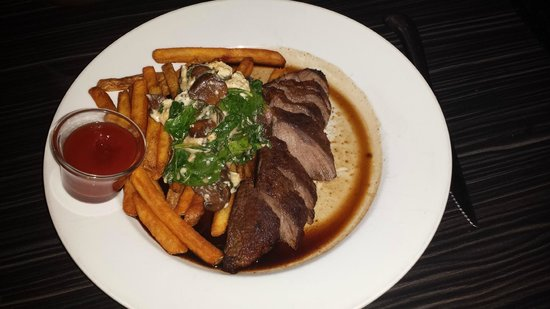 Black Horse Restaurant Tavern: Flat iron steak, fries & spinach