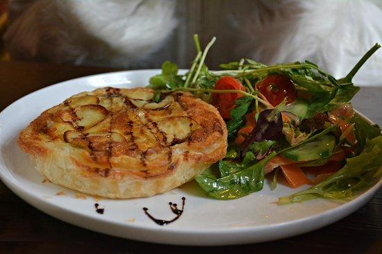 Petalura: Chicken, Potatoe, Leek and Thyme Tart