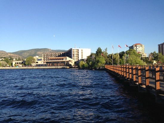 Penticton Lakeside Resort & Conference Centre : Hotel from Walking Pier
