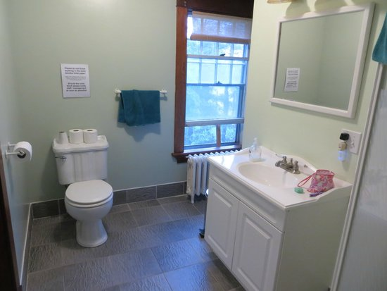 Digby Backpackers Inn: Bathroom