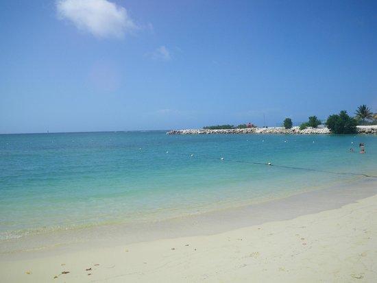 Hotel Riu Palace Jamaica: View from beach