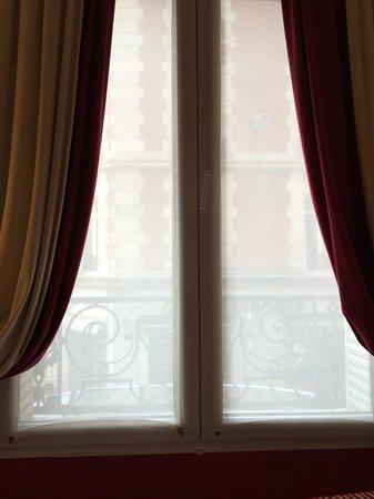 Hotel Waldorf Trocadero : window on my room