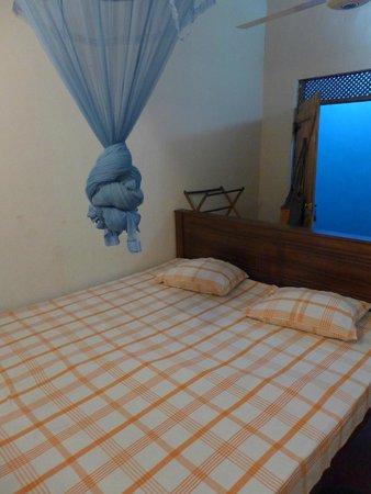 Nilmini Lodge: Bed