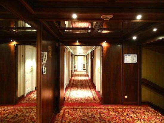 Hotel West End: Pasillo hacia habitaciones 5º piso