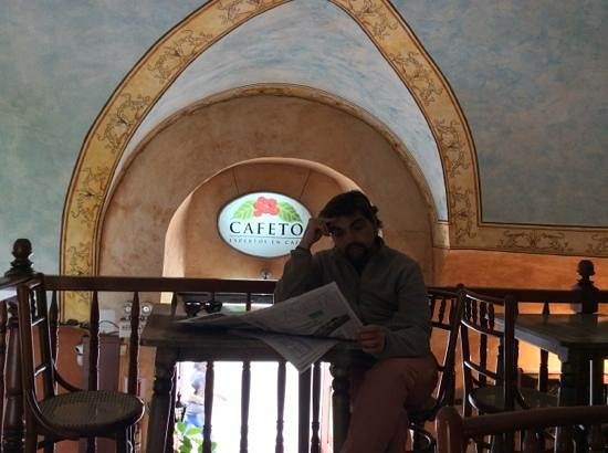 El Cafeto: quietly a place to read the papawr