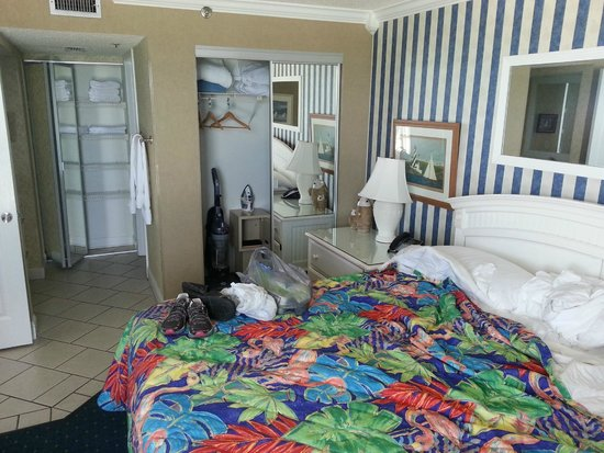 Sundestin Beach Resort: Master Bedroom closet