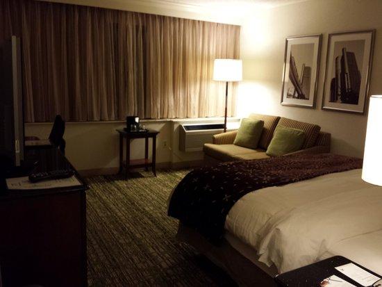 Detroit Marriott Livonia: King room