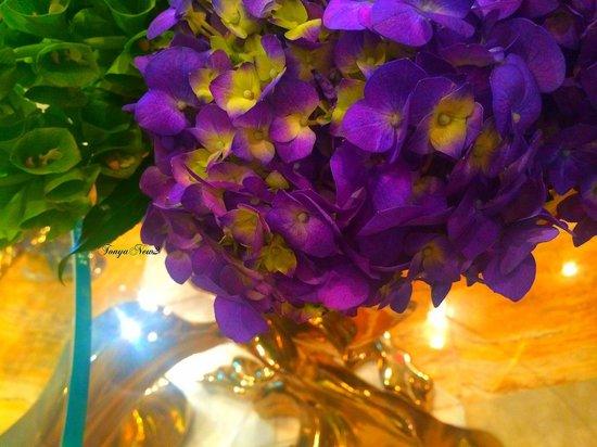 ARIA Sky Suites: flower arraignment outside Blossoms