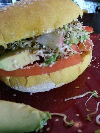 Como en mi Casa Art Cafe: veggie sandwich with sprouts!