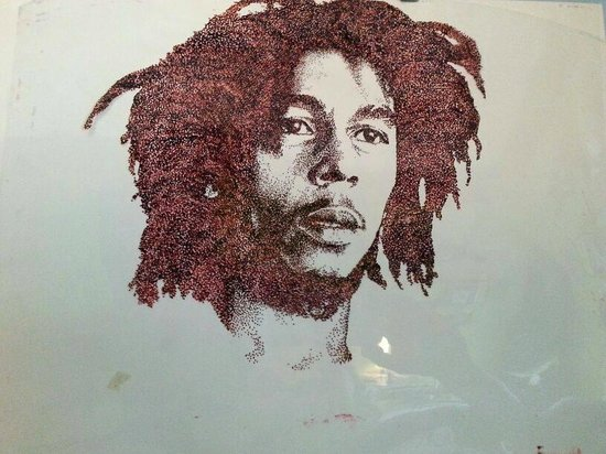 Como en mi Casa Art Cafe: Bob is alive!