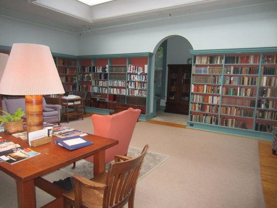 Oneida Community Mansion House: The library