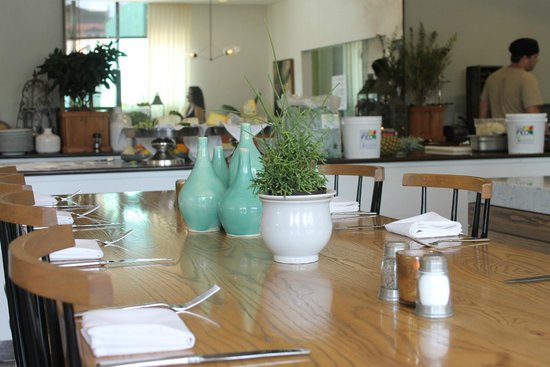 Andaz Savannah: The 22 Square Restaurant offers a fresh farm to fork experience