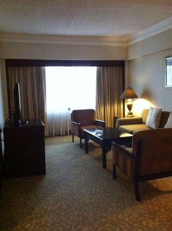 Dusit Thani Manila: Suite- TV set and couch
