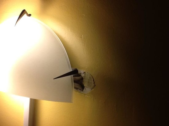 Parkside Inn Motel : Light fitting