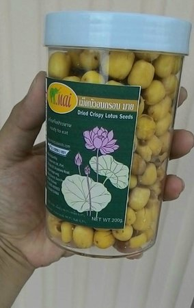 Warorot Market (Kad Luang): fried dried lotus seeds
