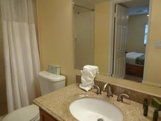 Ocean Pointe Suites at Key Largo: 2nd bathrooom