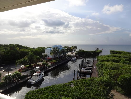 Ocean Pointe Suites at Key Largo: Breathtaking view from our 4th floor balcony in building 5