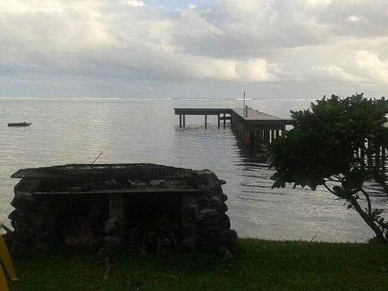 Linareva Moorea Beach Resort: barbecue et le ponton