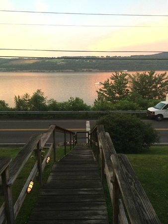 Admiral Peabody's Lakeside Lodging: Morning Sunrise