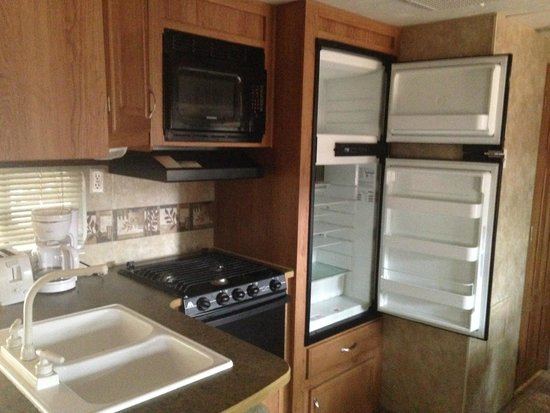 Shenandoah Valley Campground: The kitchenette was perfect!