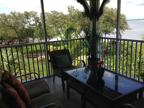 Tortuga Beach Resort: Porch view of bay in garden suite.