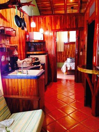 Samara Tree House Inn: Interior of suite showing kitchenette & bedroom