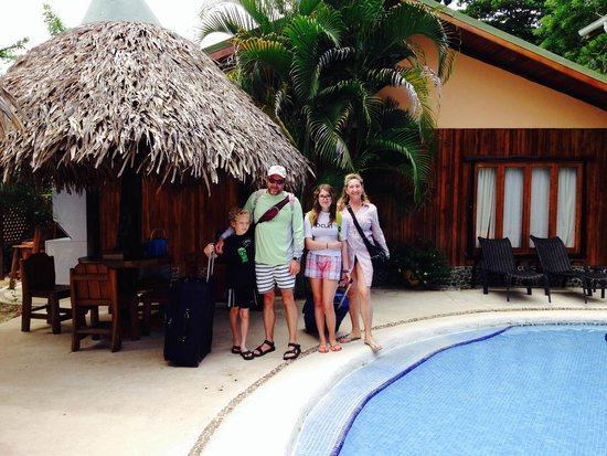 Samara Tree House Inn: Happy family in front of suite #1, the only treehouse not on stilts overlooking the ocean.
