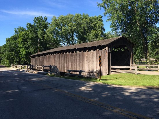 Cedarburg Covered Bridge : From across the street