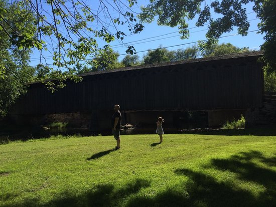 Cedarburg Covered Bridge : Taking in the scenery