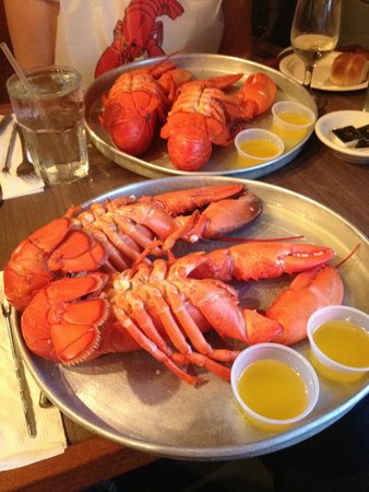 Nunan's Lobster Hut: 2 1.5 lb lobsters each!
