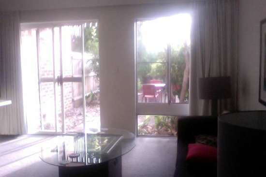 Medina Serviced Apartments North Ryde: court yard from the lounge