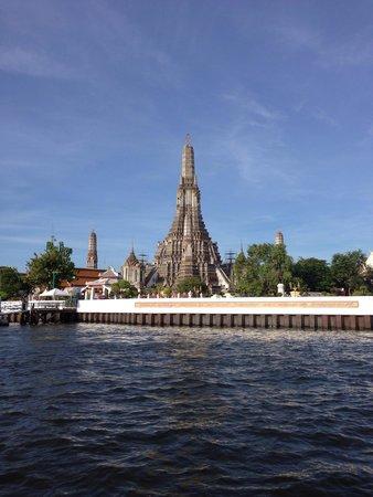 Temple de l'Aube (Wat Arun) : Tha Tienから渡し舟に乗って行くと便利です。