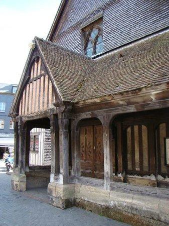 Église Sainte-Catherine : mansarda na parte frontal