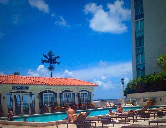 InterContinental Miami: Pool & cafe