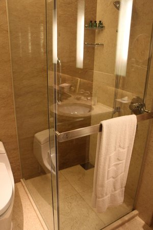 Shangri-La Hotel Kuala Lumpur: バスルーム