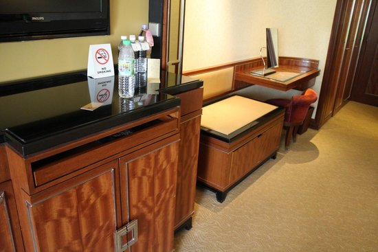 Shangri-La Hotel Kuala Lumpur : キャビネット