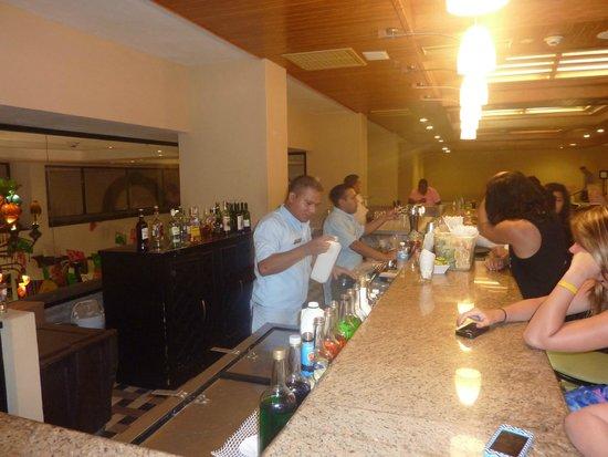 Omni Cancun Resort & Villas: Orlando and Staff at the Lobby Bar