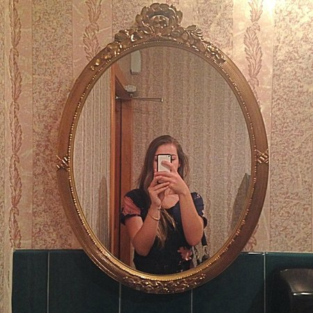 The Victor Hotel: Restroom