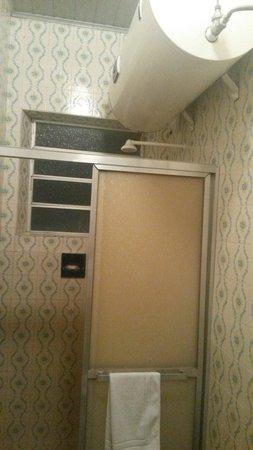 Hotel Brasil: Ducha com aquecedor boiler