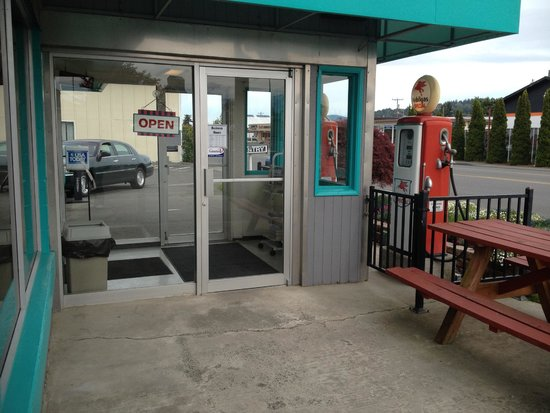 Highway 101 Diner: The entry