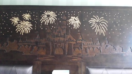 Disneyland Hotel: headboard