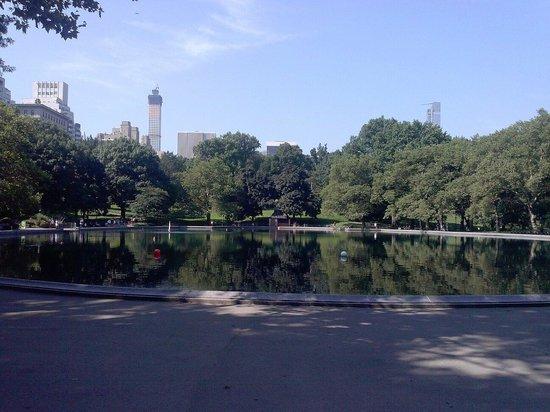 Central Park: Laghetto di Alice in the wonderland