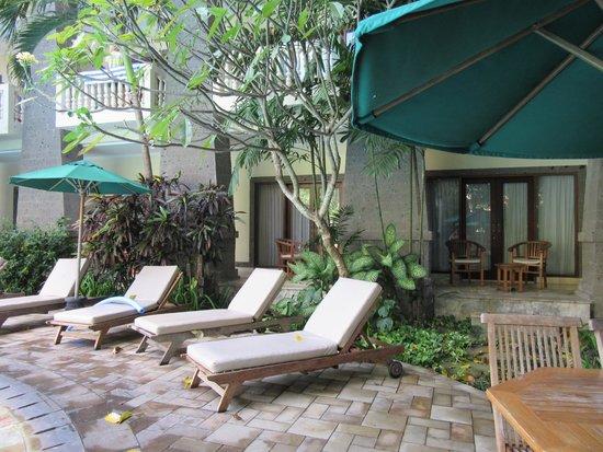 Hotel Kumala Pantai: View of Junior Suite from pool - 2 balconies