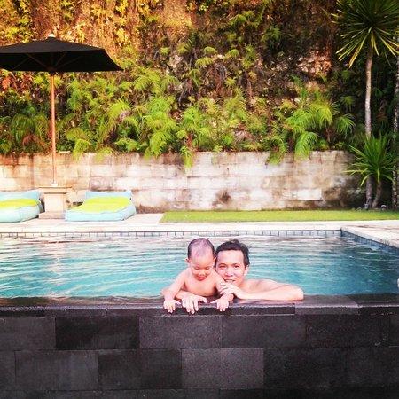 JavaCove Beach Hotel: Area kolam renang